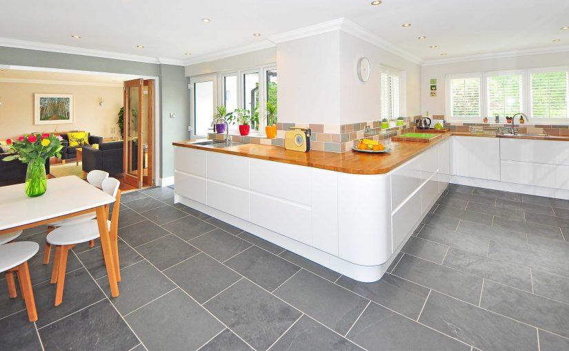 Fotografía de cocina abierta a la sala