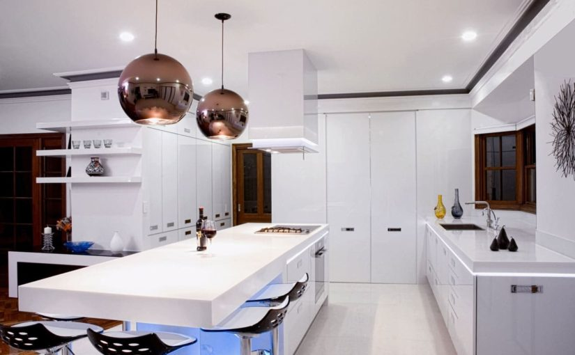 Una cocina moderna usando 4 Diferentes modelos de grifos